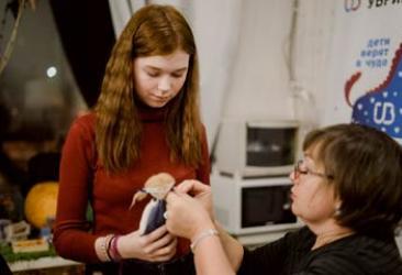 Подопечные благотворительной программы УБРиР сделали ангелов для детей из онкоцентра