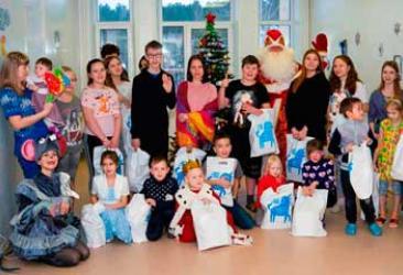УБРиР поздравил юных пациентов новоуральской городской больницы с Новым Годом