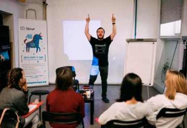 УБРиР и MAGNET обучат подростков из социальных учреждений секретам фотомастерства